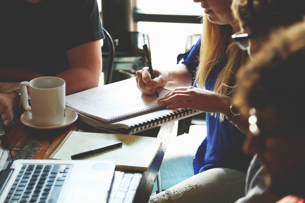 Reunião é uma ótima forma de fazer briefing